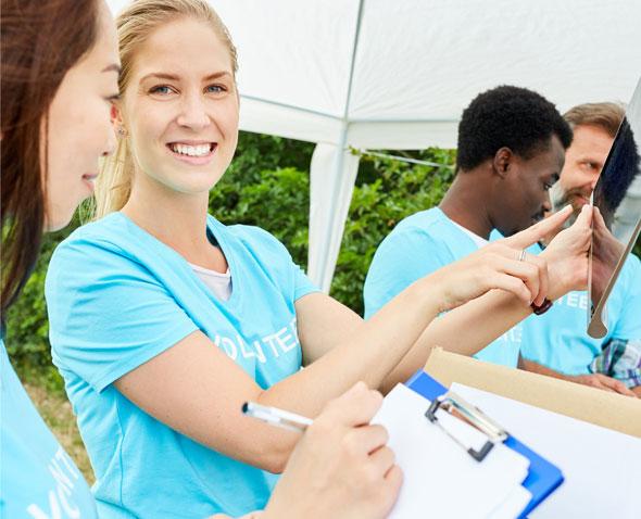 Bénévoles et salariés : quelles complémentarités ?