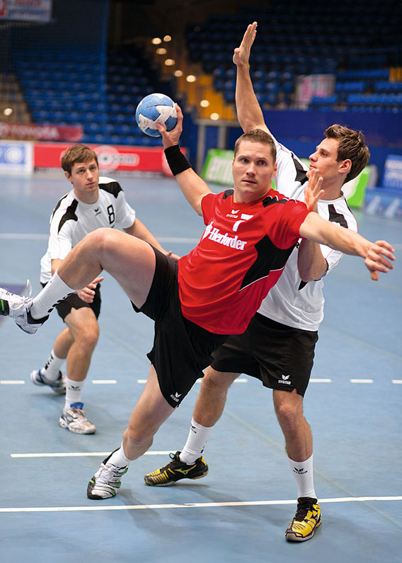 Le poste de pivot au handball