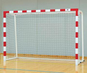 Buts de handball compétition acier peint bicolore avec 4 ancrages